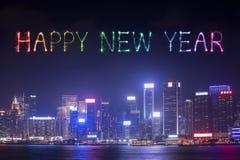 2017 gelukkig Nieuwjaarvuurwerk die over Hong Kong-stad vieren Stock Foto's