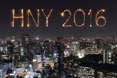 2016 gelukkig Nieuwjaarvuurwerk die over Tokyo vieren cityscap, J Stock Foto