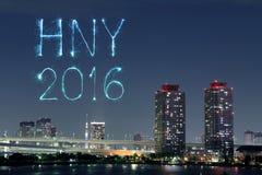2016 gelukkig Nieuwjaarvuurwerk die over Tokyo vieren cityscap, J Stock Afbeelding