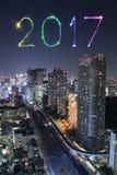 2017 gelukkig Nieuwjaarvuurwerk over cityscape van Tokyo bij nacht, Jap Royalty-vrije Stock Afbeeldingen