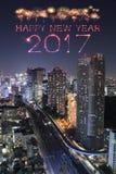 2017 gelukkig Nieuwjaarvuurwerk over cityscape van Tokyo bij nacht, Jap Royalty-vrije Stock Foto's