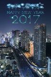 2017 gelukkig Nieuwjaarvuurwerk over cityscape van Tokyo bij nacht, Jap Royalty-vrije Stock Fotografie