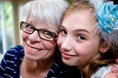Gelukkig Oma en Kleinkind royalty-vrije stock afbeeldingen