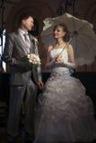 Gelukkig onlangs-gehuwd paar Stock Afbeelding