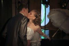 Gelukkig onlangs-gehuwd paar Stock Foto