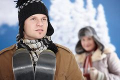 Gelukkig paar bij de winter Stock Fotografie