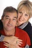 Gelukkig paar dat op wit wordt geïsoleerdr Stock Fotografie