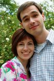 Gelukkig paar in de bloem Royalty-vrije Stock Afbeelding