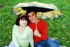 Gelukkig paar in de herfst. Stock Fotografie