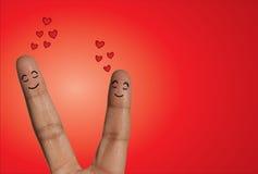 Gelukkig Paar die met gesloten ogen lachen - Conceptenillustratie die Vingers gebruiken Stock Foto