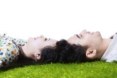 Gelukkig paar met geïsoleerdev hoofden samen - Stock Afbeelding
