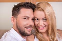 Gelukkig paar in liefde Royalty-vrije Stock Afbeeldingen