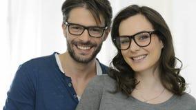 Gelukkig paar met bril stock footage