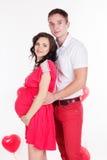 Gelukkig paar met de rode ballons van de hartvorm Royalty-vrije Stock Fotografie