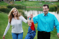 Gelukkig paar met een kind royalty-vrije stock foto's
