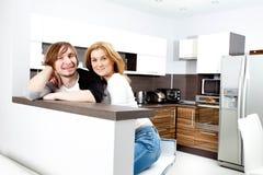 Gelukkig paar in nieuw huis Royalty-vrije Stock Fotografie