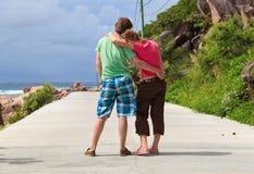 Gelukkig paar op de weg Stock Foto