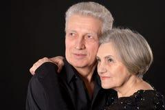 Gelukkig paar op middelbare leeftijd royalty-vrije stock afbeelding