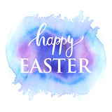 Gelukkig Pasen-inkt het van letters voorzien kaartontwerp Witte tekst op blu en roze waterverf geschilderde achtergrond Stock Fotografie