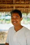 Gelukkig portret van mensenlandbouwer op middelbare leeftijd op Aziatisch provinciaal gebied royalty-vrije stock afbeeldingen