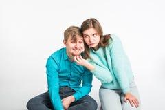 Gelukkig pret hebben en paar die rond voor de gek houden De blije man en de vrouw hebben aardige tijd Goede verhouding en valenti stock fotografie