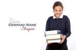 Gelukkig schoolmeisje met zware boeken Royalty-vrije Stock Foto's