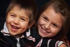 Gelukkig siblings portret royalty-vrije stock fotografie
