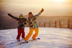 Gelukkig snowboarding team royalty-vrije stock afbeelding