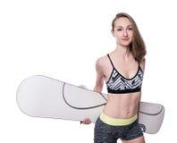 Gelukkig sportief snowboardermeisje in bikini met snowboard Geïsoleerdj op witte achtergrond Royalty-vrije Stock Afbeeldingen
