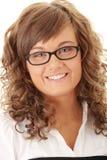 Gelukkig studentenmeisje in glazen smilng Stock Afbeeldingen