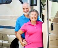 Gelukkig Teruggetrokken Paar met rv Royalty-vrije Stock Foto