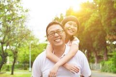 Gelukkig vader en meisje Royalty-vrije Stock Fotografie