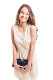 Gelukkig vrouwelijk model die en haar beurs glimlachen houden Stock Afbeeldingen
