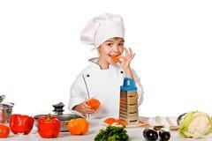 Gelukkig weinig chef-kok met veel groenten. geïsoleerd Royalty-vrije Stock Afbeeldingen