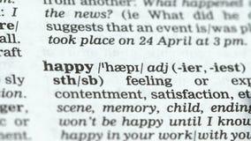 Gelukkig woord dat in woordenboek, positieve gemoedsgesteldheid, tevredenheid met het leven wordt gericht stock video