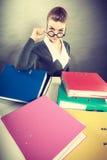 Gelukkige accountant met stapels van bindmiddelen Stock Fotografie