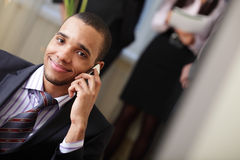 Gelukkige Afrikaans-Amerikaanse zakenman Royalty-vrije Stock Foto's