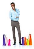 Gelukkige Afrikaanse Amerikaanse mens met het winkelen zakken op witte backgroun Royalty-vrije Stock Foto's
