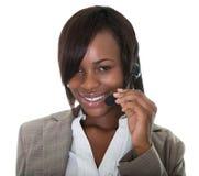 Gelukkige Afrikaanse Amerikaanse telemarketingsadviseur Royalty-vrije Stock Foto
