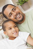 Gelukkige Afrikaanse Amerikaanse Vader Son Family Royalty-vrije Stock Foto