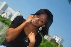 Gelukkige Afrikaanse Amerikaanse vrouw Royalty-vrije Stock Afbeeldingen