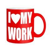 Gelukkige arbeiders, werknemers, personeel - rode die mok over wit wordt geïsoleerd Stock Foto