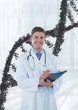 Gelukkige artsenmens die zich met 3D DNA-bundel bevinden Royalty-vrije Stock Fotografie