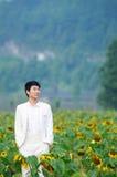 Gelukkige Aziatische jonge mens Stock Foto