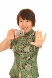 Gelukkige Aziatische vrouw met camera Stock Afbeeldingen