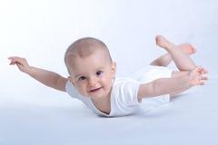 Gelukkige baby die op wit vliegt royalty-vrije stock afbeelding