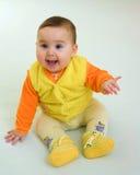 Gelukkige baby in oranje kleding Stock Afbeeldingen