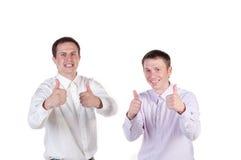 Gelukkige bedrijfsmensen die duim tonen stock foto