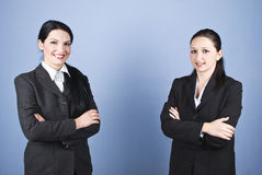 Gelukkige bedrijfsvrouwen met gevouwen wapens Royalty-vrije Stock Foto