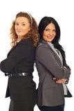 Gelukkige bedrijfsvrouwen met gevouwen wapens Stock Foto's